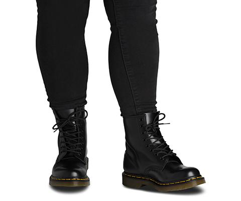 dr martens black smooth 6 eye boot