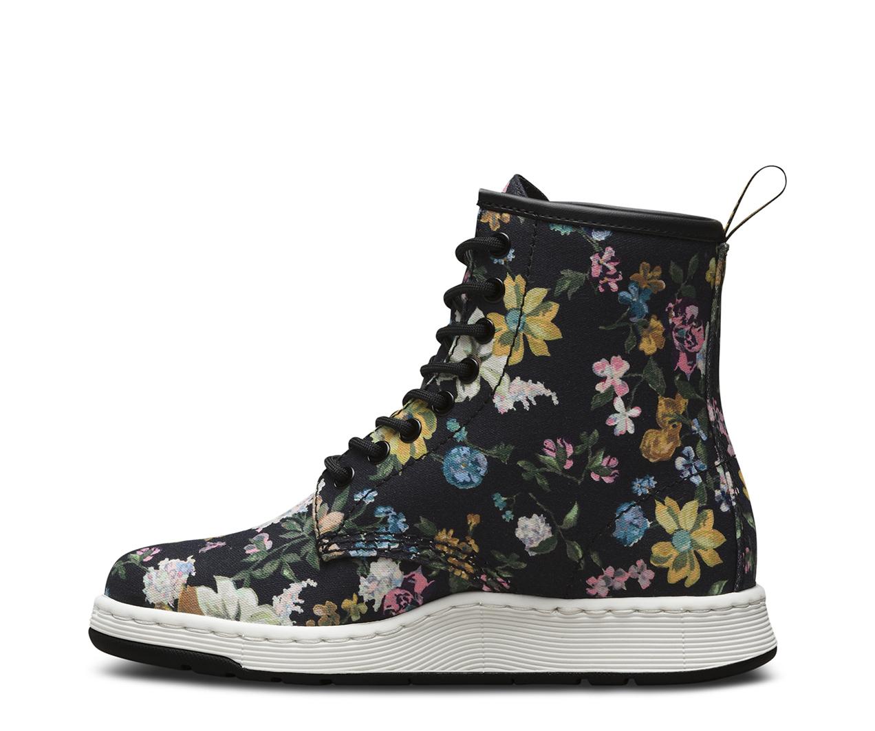 Dr. Martens Darcy Floral Newton 8-Eye Boot KmswyZ